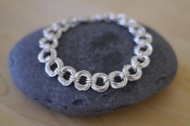 A spiral chain bracelet - also available as a DIY tute on Linkouture!